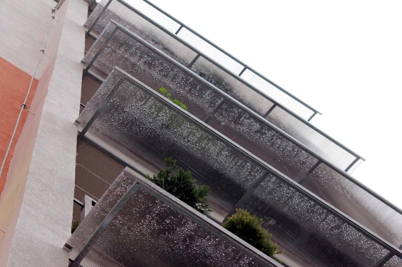 Vynikající ochrana proti dešti, sněhu a slunci Odolné vůči krupobití a UV záření